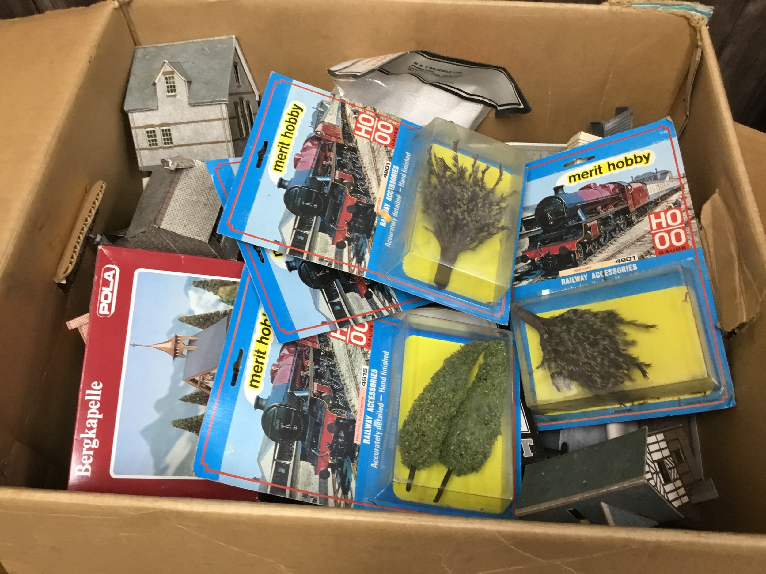 A LOT OF TRIANG RAILWAY ITEMS - Image 2 of 2