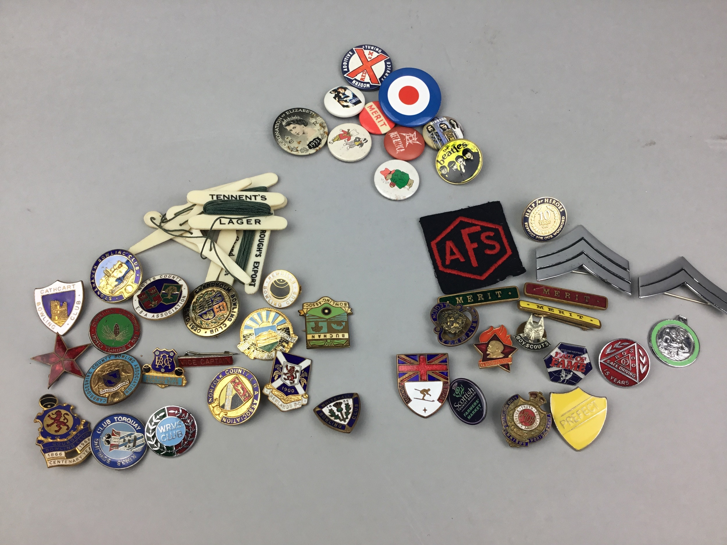 A LOT OF BOWLING CLUB AND OTHER BADGES