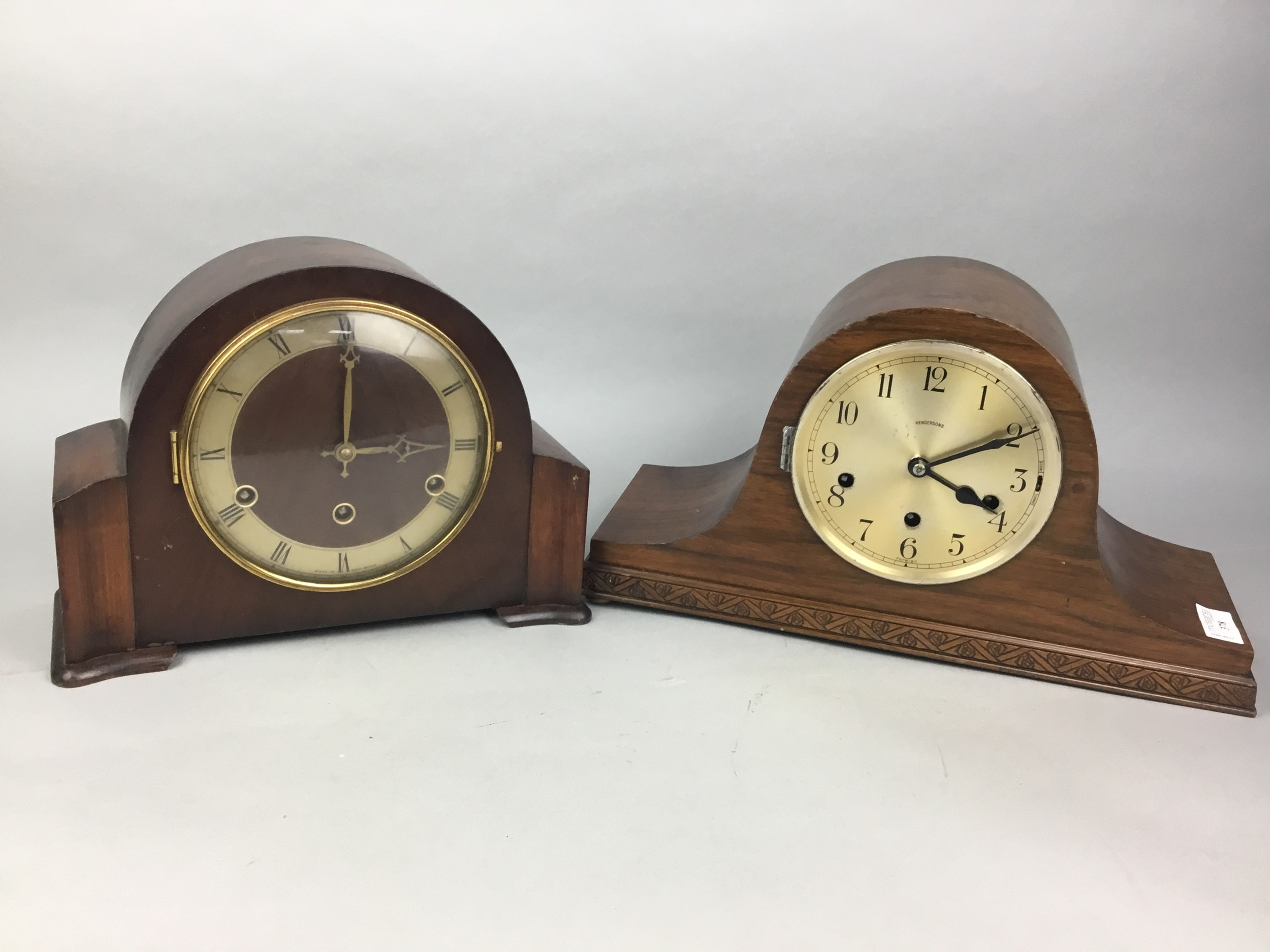A LOT OF TWO EARLY 20TH CENTURY MANTEL CLOCKS