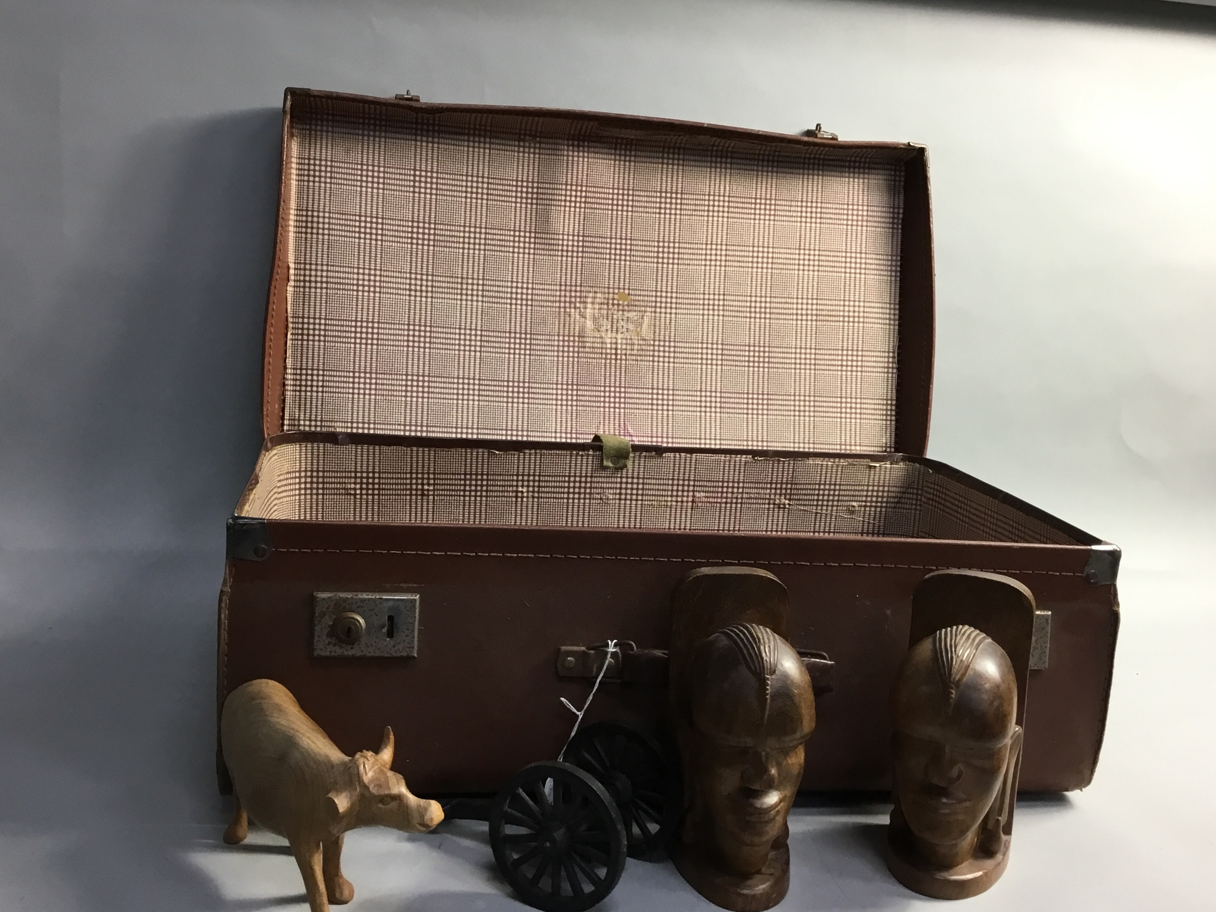 A LOT OF WOOD ITEMS INCLUDING ANIMAL FIGURES CONTAINED IN A SUITCASE