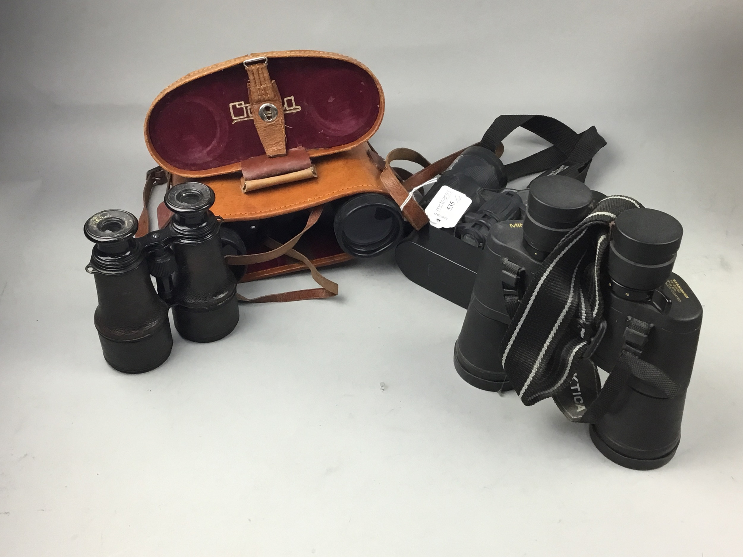 A PAIR OF BUSHNELL BINOCULARS AND OTHER VARIOUS BINOCULARS