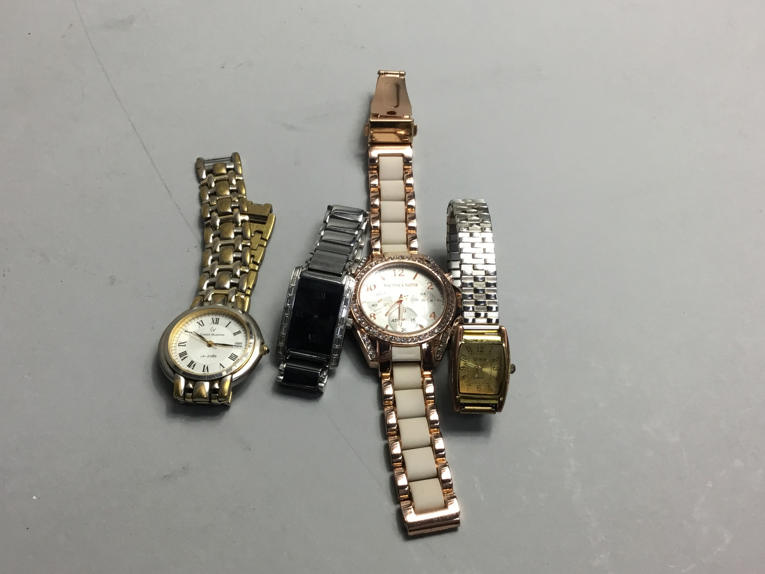 A LOT OF COSTUME WATCHES
