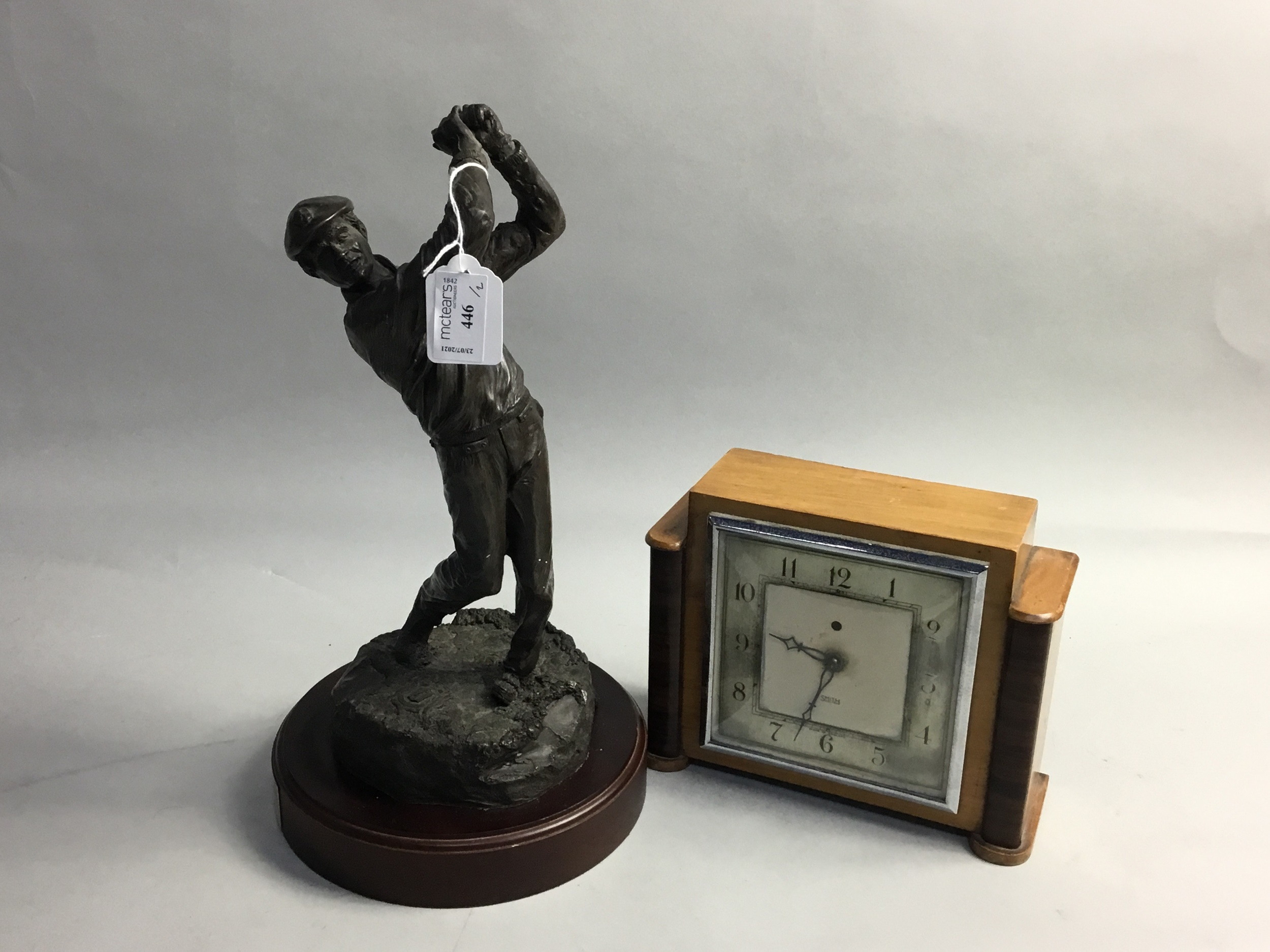 A SMITHS MANTEL CLOCK AND A BRONZED FIGURE OF A GOLFER