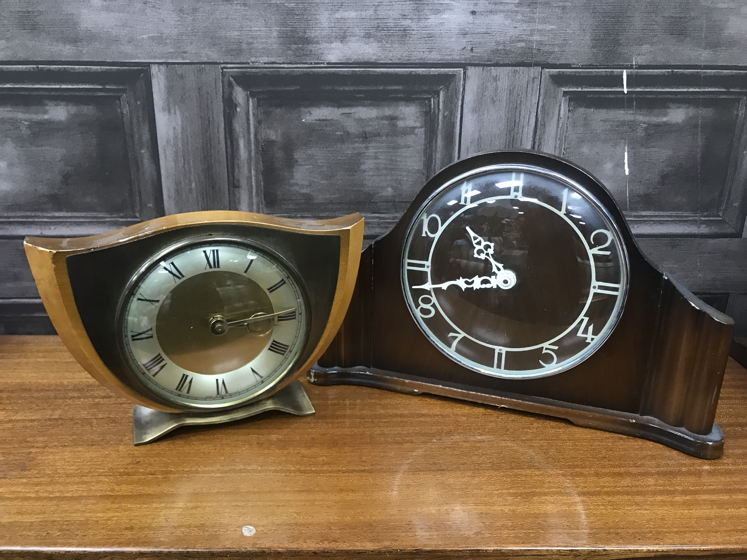 AN OAK ART DECO STYLE MANTEL CLOCK AND THREE OTHER CLOCKS - Image 2 of 2