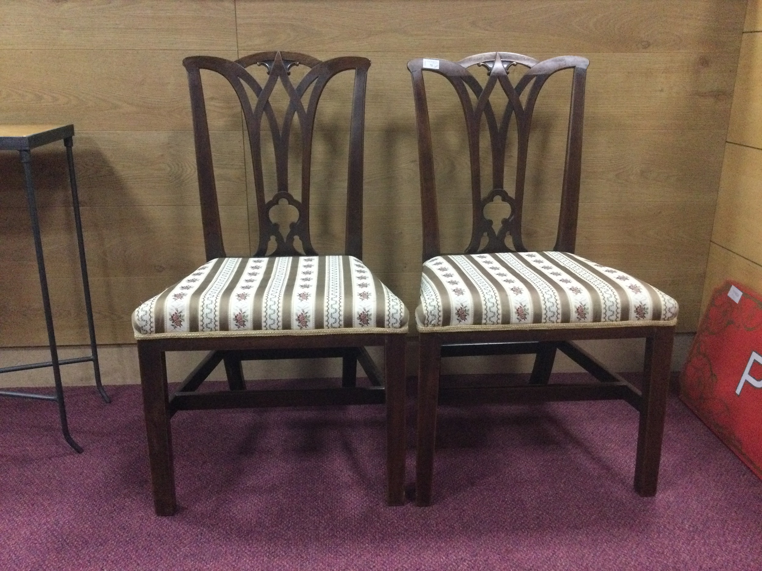 A PAIR OF GEORGE III MAHOGANY DINING CHAIRS