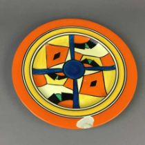 AN EARLY 20TH CENTURY CLARICE CLIFF BIZARRE CIRCULAR PLATE