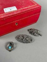 A LOT OF VINTAGE SILVER AND MARCASITE JEWELLERY