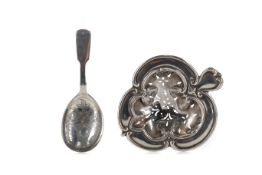 AN EDWARDIAN SILVER TEA STRAINER, ALONG WITH A CADDY SPOON