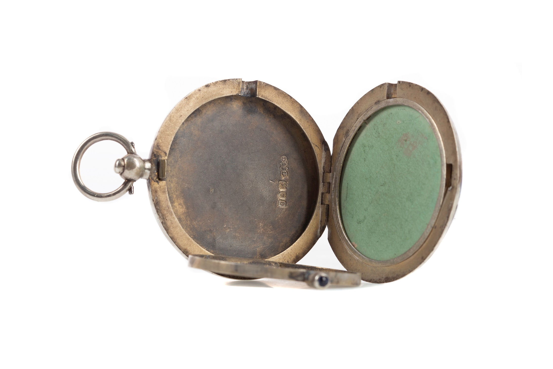 AN EDWARDIAN SILVER AND GUILLOCHE ENAMEL COMPACT - Image 2 of 2