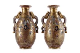 A PAIR OF EARLY 20TH CENTURY JAPANESE VASES