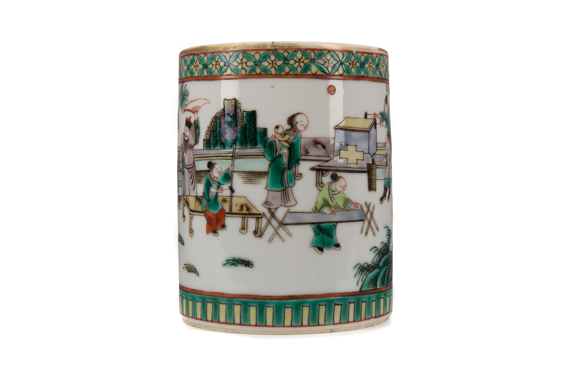 AN EARLY 20TH CENTURY CHINESE FAMILLE VERTE BRUSH POT