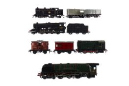 A LOT OF FOUR HORNBY LOCOMOTIVES, ALONG WITH ASSORTED TENDER