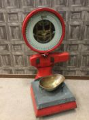 A SET OF 1930s AVERY WEIGHING SCALES