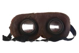A PAIR OF BRITISH WWI ANTI-GAS GOGGLES
