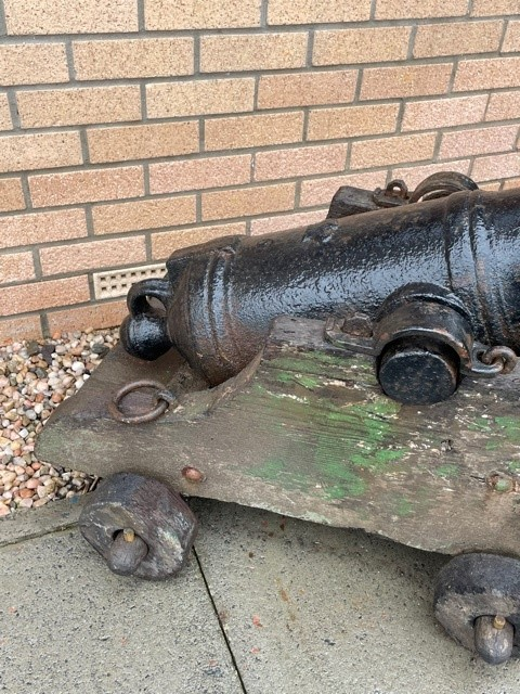 A PAIR OF 19TH CENTURY NAVAL CANNONS - Image 2 of 4