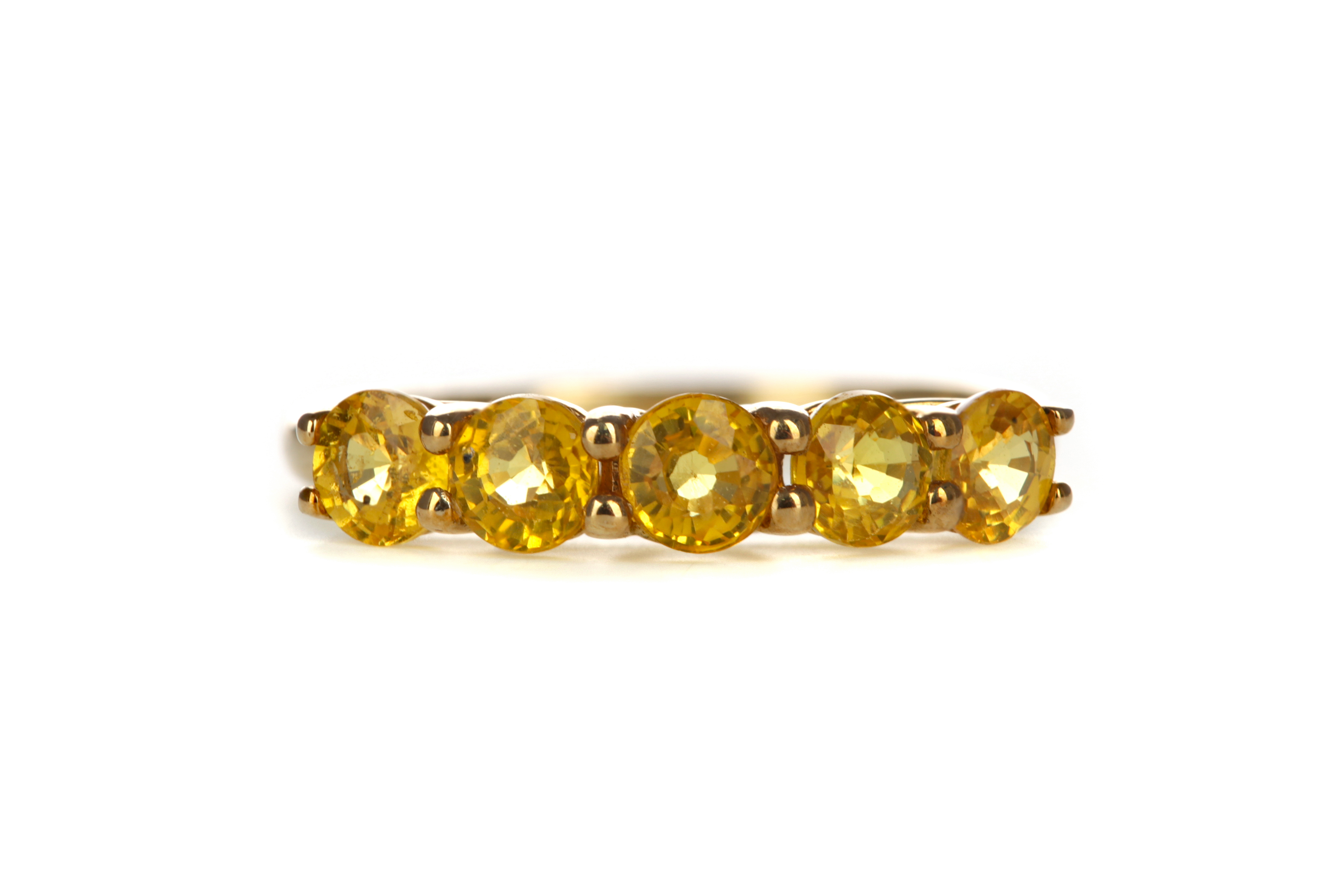 A TREATED YELLOW SAPPHIRE RING