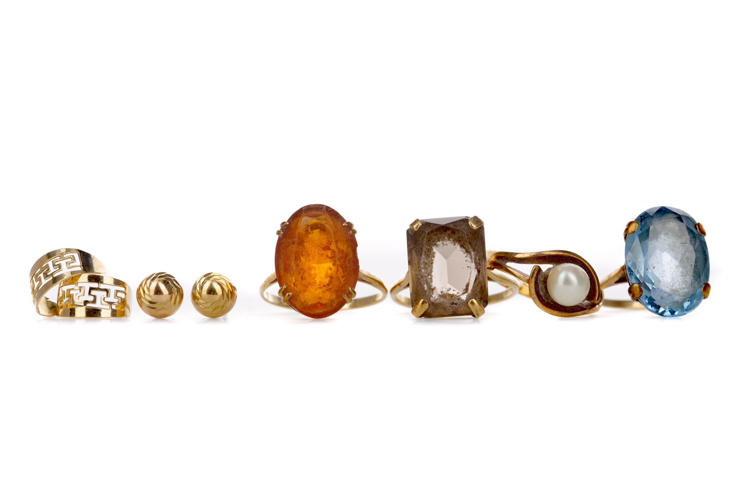 A COLLECTION OF DRESS RINGS AND OTHER ITEMS