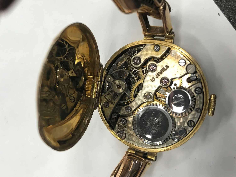 A LADY'S NINE CARAT GOLD MANUAL WIND WRIST WATCH - Image 2 of 3