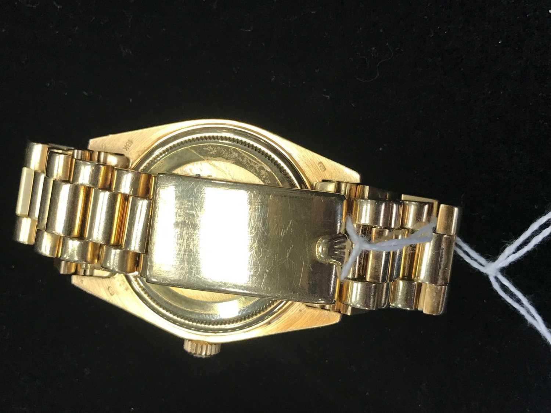 A GENTLEMAN'S ROLEX DAY DATE EIGHTEEN CARAT GOLD AUTOMATIC WRIST WATCH - Image 7 of 9