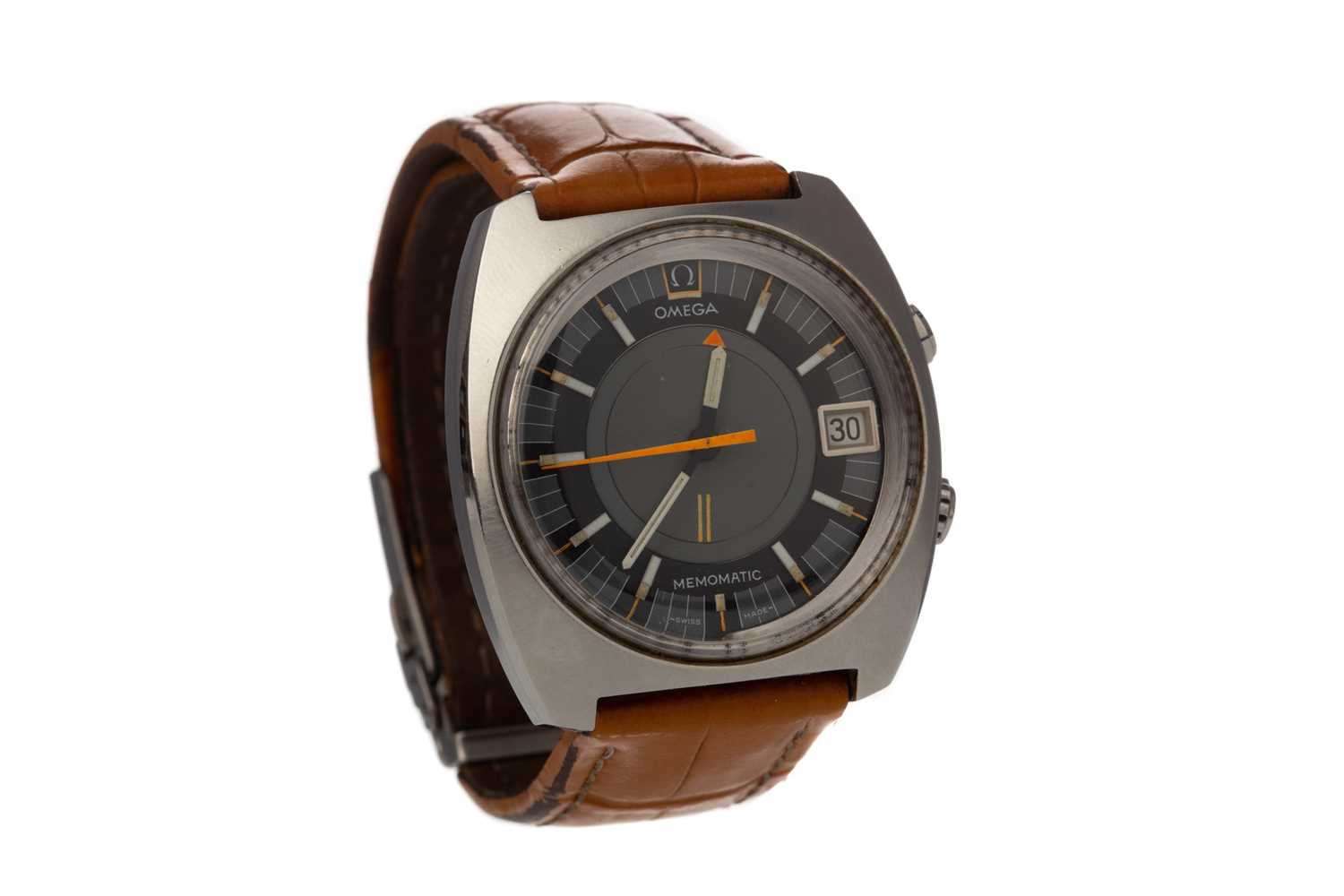 A GENTLEMAN'S OMEGA MEMOMATIC STAINLESS STEEL AUTOMATIC WRIST WATCH