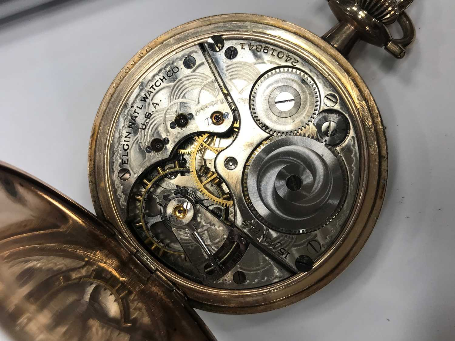 A GOLD PLATED ELGIN POCKET WATCH AND A GOLD WATCH CHAIN - Image 4 of 6