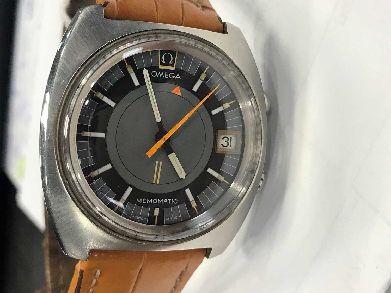 A GENTLEMAN'S OMEGA MEMOMATIC STAINLESS STEEL AUTOMATIC WRIST WATCH - Image 5 of 7