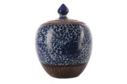 A 20TH CENTURY CHINESE STONEWARE BLUE AND WHITE LIDDED JAR