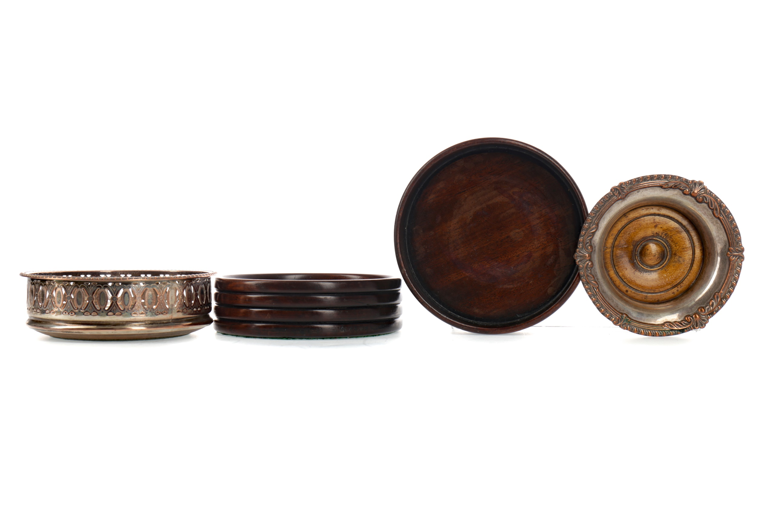 A LOT OF TWO EARLY 20TH CENTURY TURNED MAHOGANY WINE SLIDES, ALONG WITH TWO OTHERS