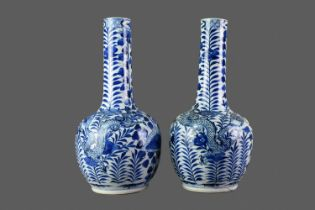 A PAIR OF 19TH CENTURY CHINESE BLUE & WHITE PORCELAIN VASES