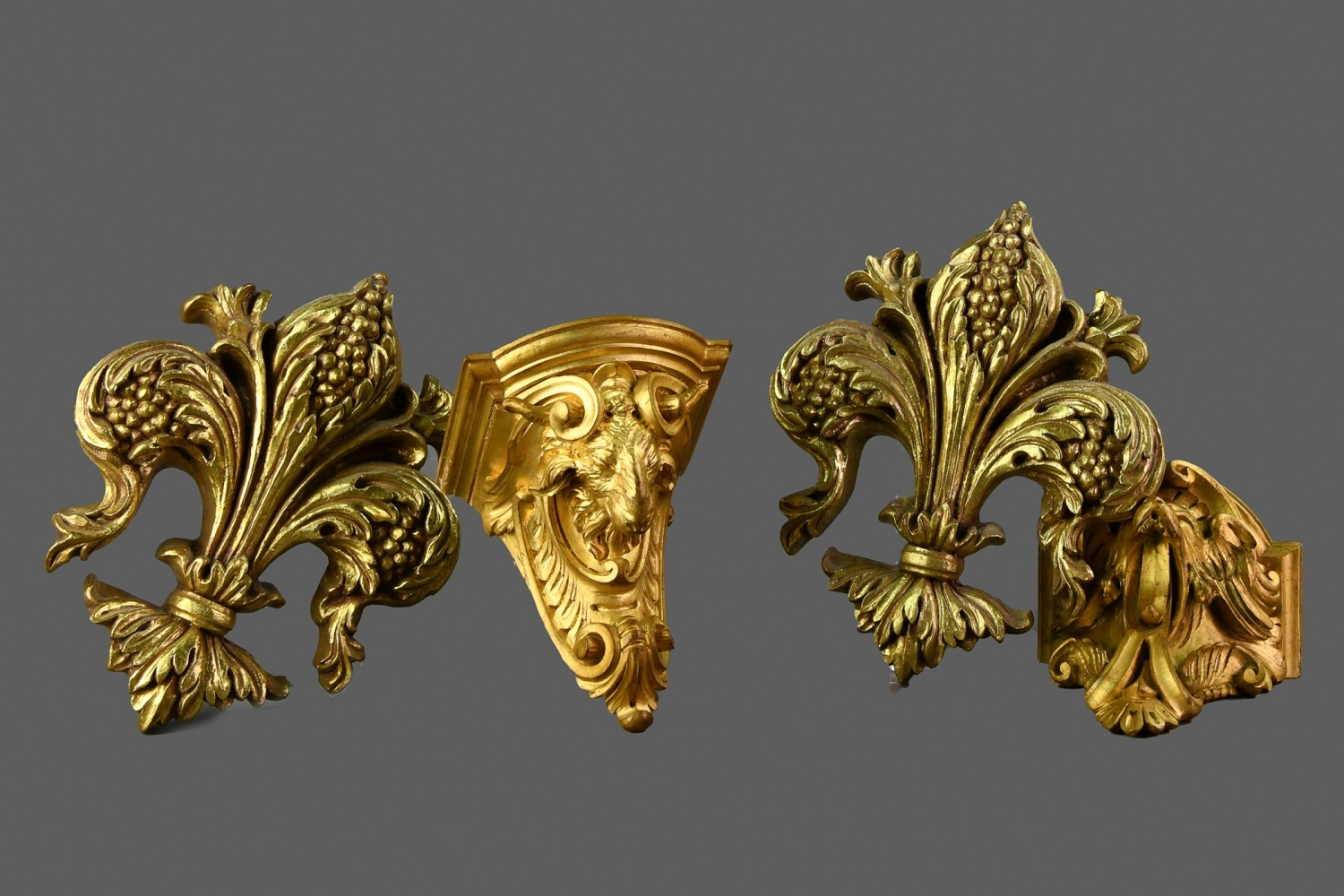 A PAIR OF EARLY 20TH CENTURY GILTWOOD WALL BRACKETS, ALONG WITH A PAIR OF FLEUR-DE-LIS