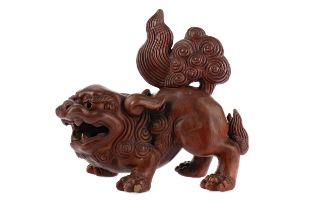A 20TH CENTURY CHINESE TERRACOTTA FIGURE OF A FOE DOG