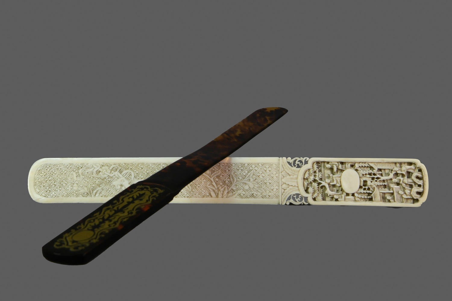 AN LATE 19TH CENTURY CHINESE IVORY PAGE TURNER
