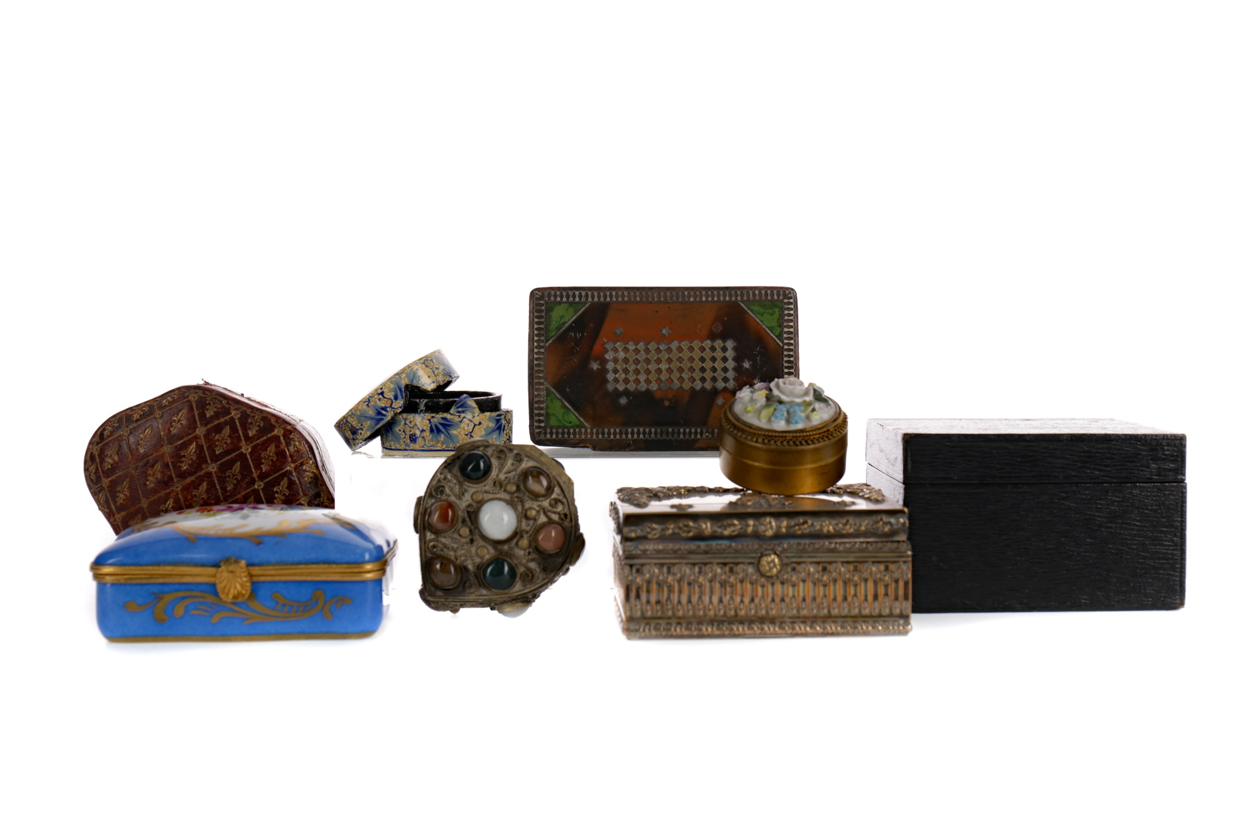 A COLLECTION OF EIGHT TRINKET AND PILL BOXES