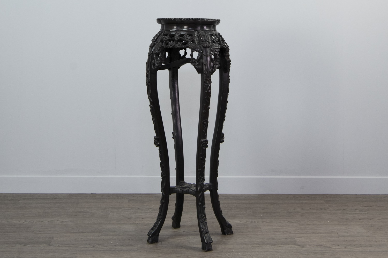 A 19TH CENTURY CHINESE PADOUKWOOD CIRCULAR SHAPED PLANT STAND