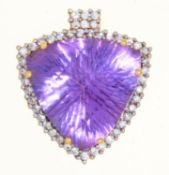 A TRIANGULAR BRIOLETTE AMETHYST AND DIAMOND PENDANT, 21ST CENTURY, IN 18CT GOLD, 19 X 21MM, 5.8G