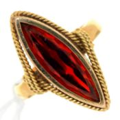 A NAVETTE SHAPED RED PASTE RING, 20TH C, IN GOLD, INDISTINCT FOREIGN CONTROL MARK, 5.6G, SIZE K