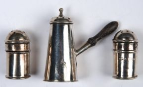 A VICTORIAN SILVER SIDE HANDLED PEPPERETTE AND A PAIR OF MINIATURE LIGHTHOUSE CASTERS, 45 AND 30CM