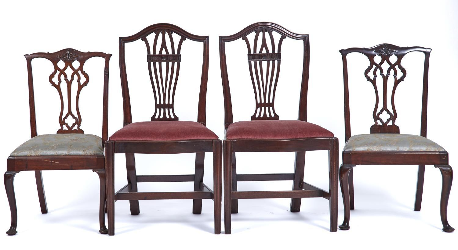 A PAIR OF MAHOGANY CAMEL BACK DINING CHAIRS, LATE 19TH / EARLY 20TH C, THE MOULDED TOPS AND FRAMES