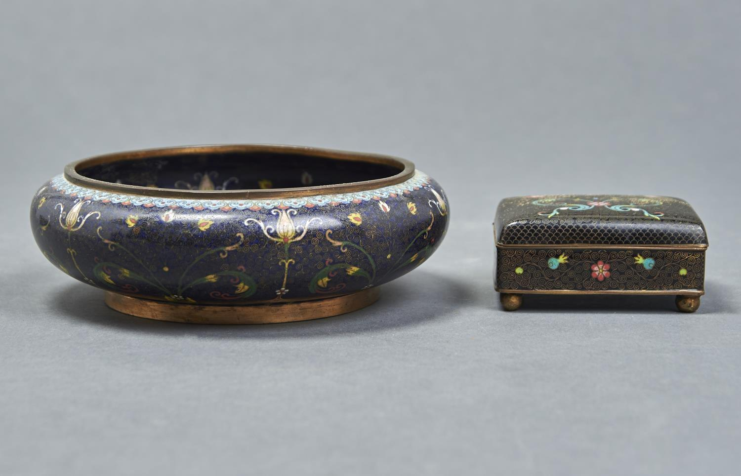 A JAPANESE CLOISONNE ENAMEL BOX, 20TH C, WITH BLACK GROUND, 95MM L AND A CHINESE BLUE GROUND