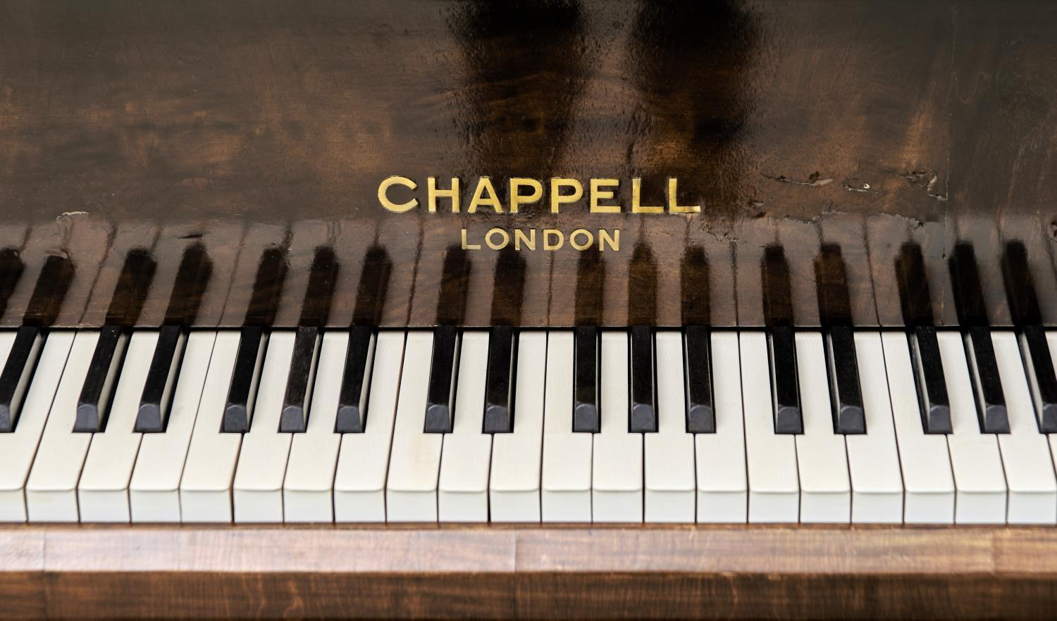 """A 4' 6"""" CHAPPELL GRAND PIANO, IN WALNUT CASE Veneers faulty - Image 3 of 4"""
