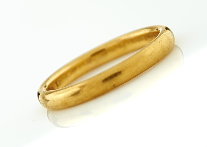A 22CT GOLD WEDDING RING, BIRMINGHAM 1933, 4.2G, SIZE M½ Good condition