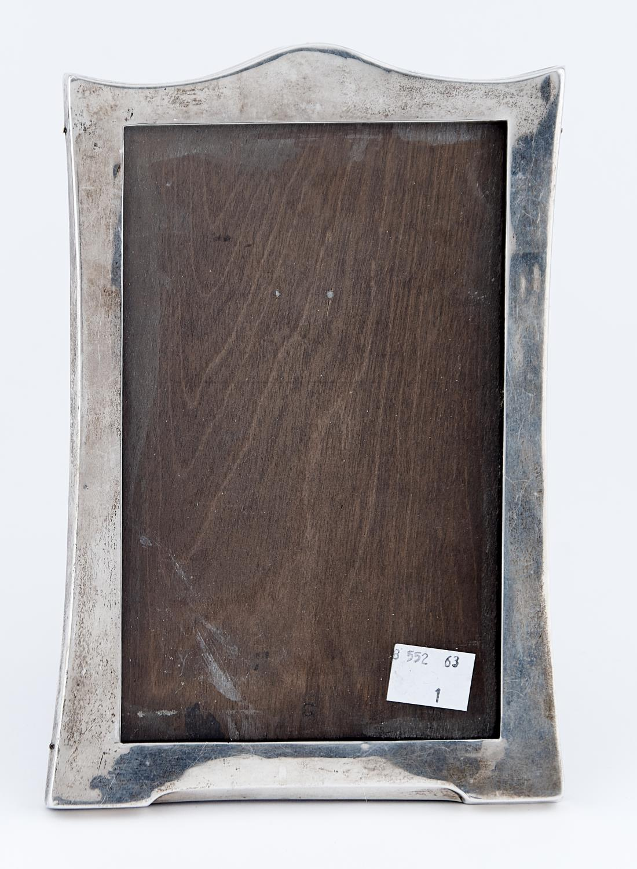 A GEORGE V SILVER PHOTOGRAPH FRAME, QUITE PLAIN, 21 X 14.5CM, BY SANDERS AND MACKENZIE, BIRMINGHAM