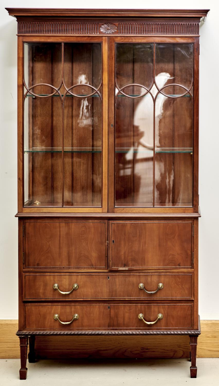 AN EDWARDIAN MAHOGANY DISPLAY CABINET IN GEORGE III STYLE, C1905, FLARED CORNICE ABOVE A FLUTED