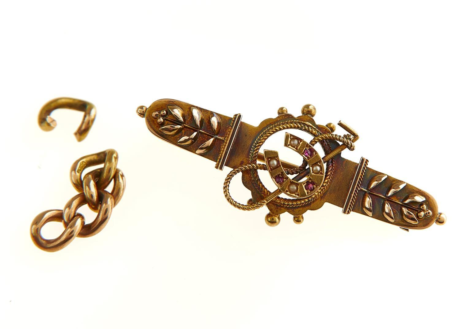 A VICTORIAN RUBY, SPLIT PEARL AND 15CT GOLD BAR BROOCH, 40MM L, CHESTER 1895 AND A SMALL PIECE OF