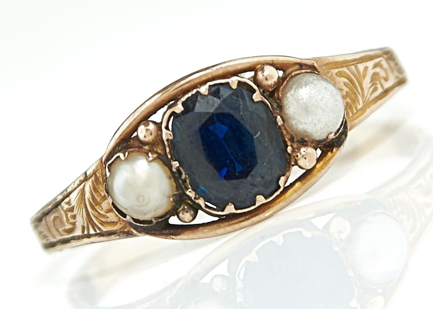 A VICTORIAN SAPPHIRE AND SPLIT PEARL RING IN 12.5CT GOLD BIRMINGHAM 1877, 1.3G, SIZE N Sapphire