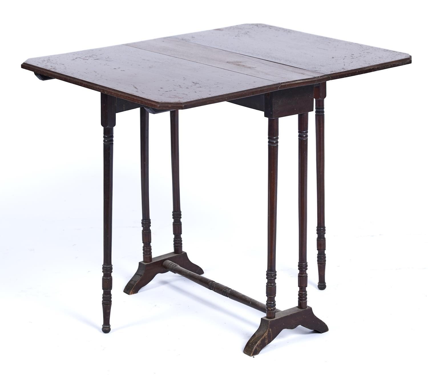 A VICTORIAN WALNUT SUTHERLAND TABLE, 19TH C, 63CM H; 60 X 74CM Minor old scratches - Image 2 of 2