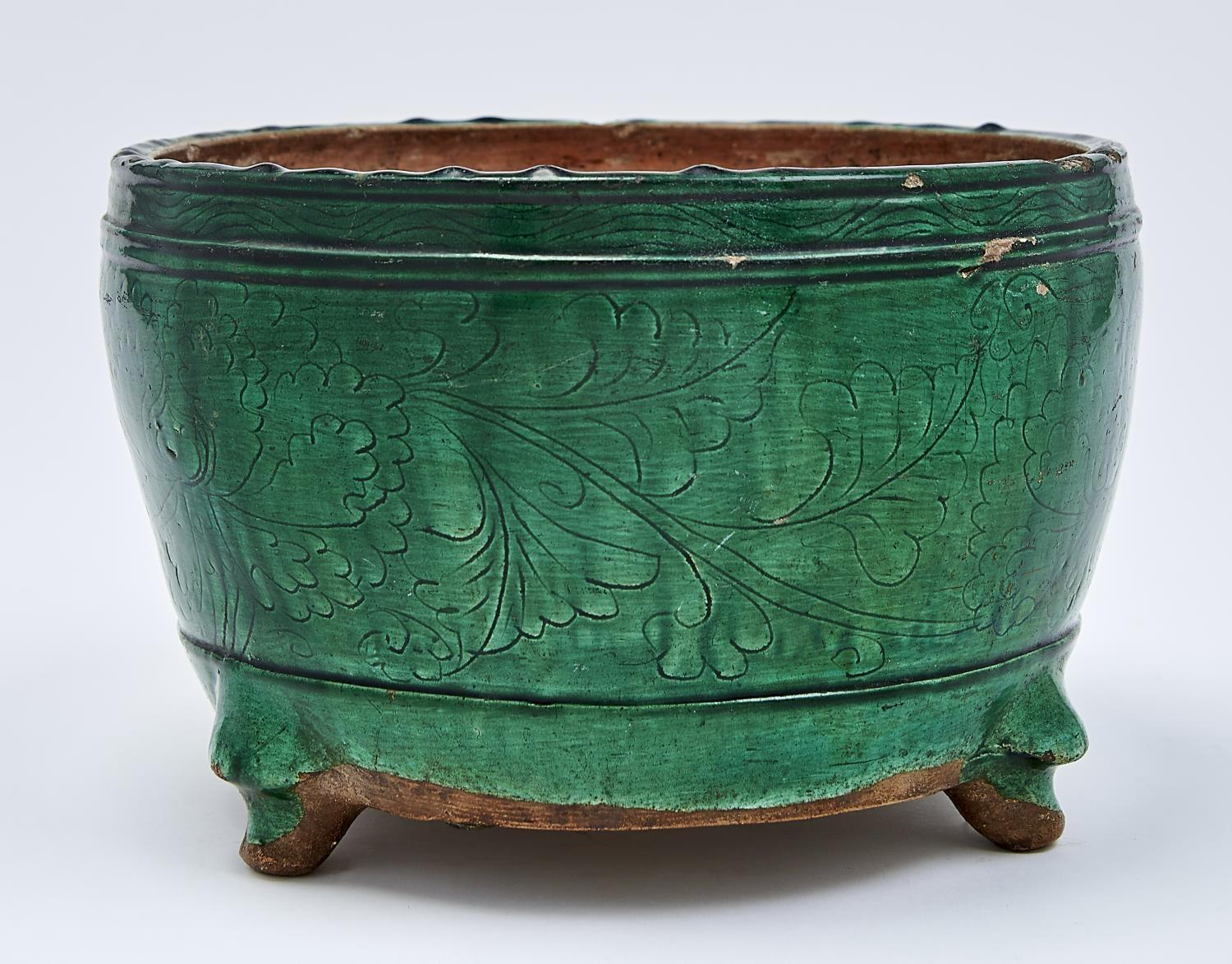 A CHINESE GREEN GLAZED BISCUIT TRIPOD CENSER, MING DYNASTY, EARLY 17TH C, THE ROUNDED SIDES
