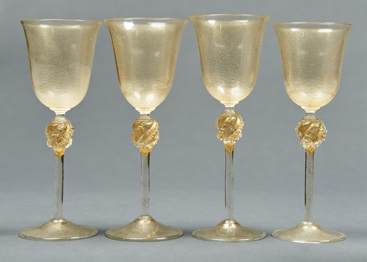 A SET OF FOUR VENETIAN GOLD LEAF GLASS  GOBLETS, EARLY 20TH C, THE BELL SHAPED BOWL ON WRYTHEN