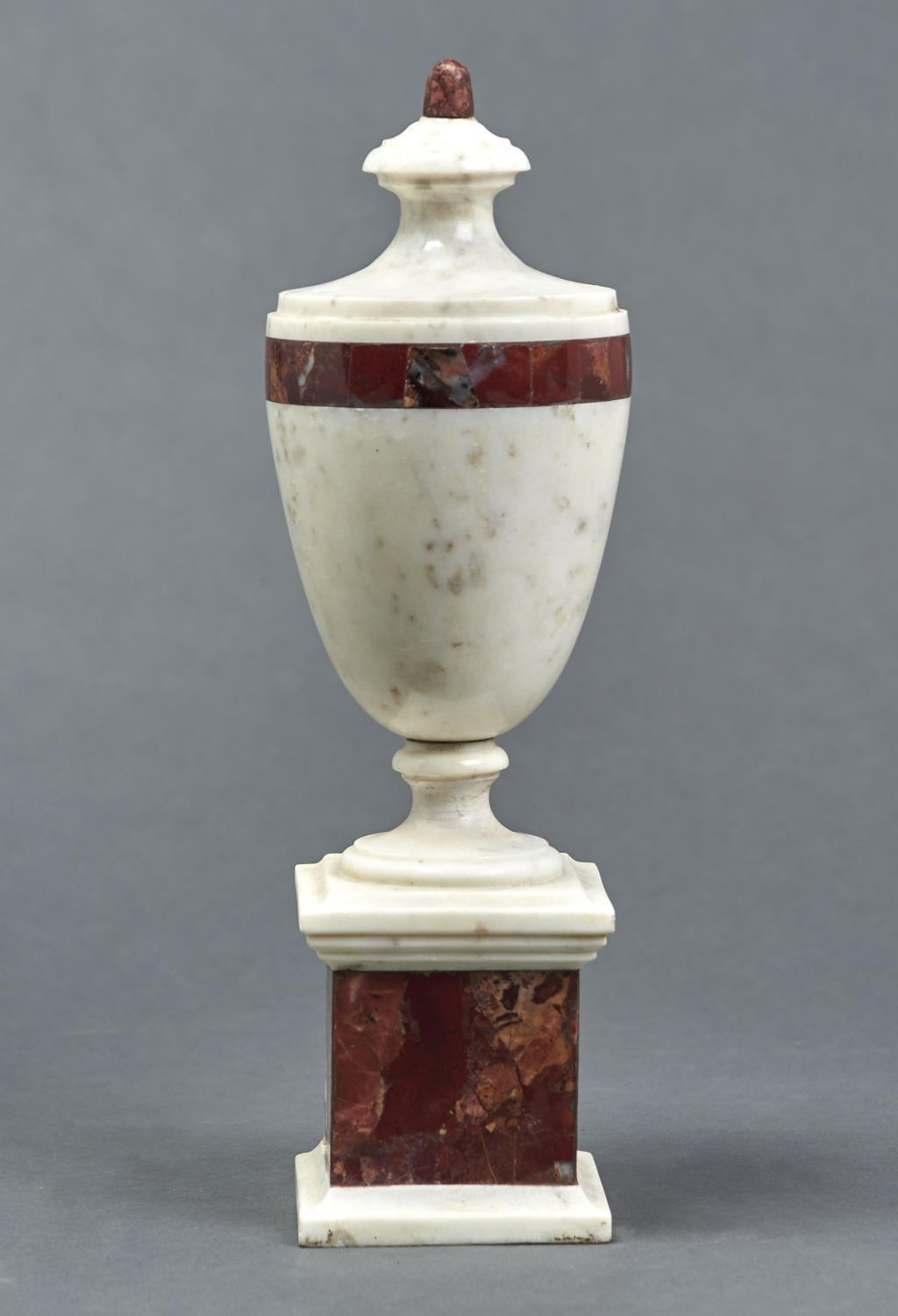 A MARBLE URN, 20TH C, IN NEO CLASSICAL STYLE, OF SHIELD SHAPE WITH BAND OF RED BRECCIA MARBLE AND