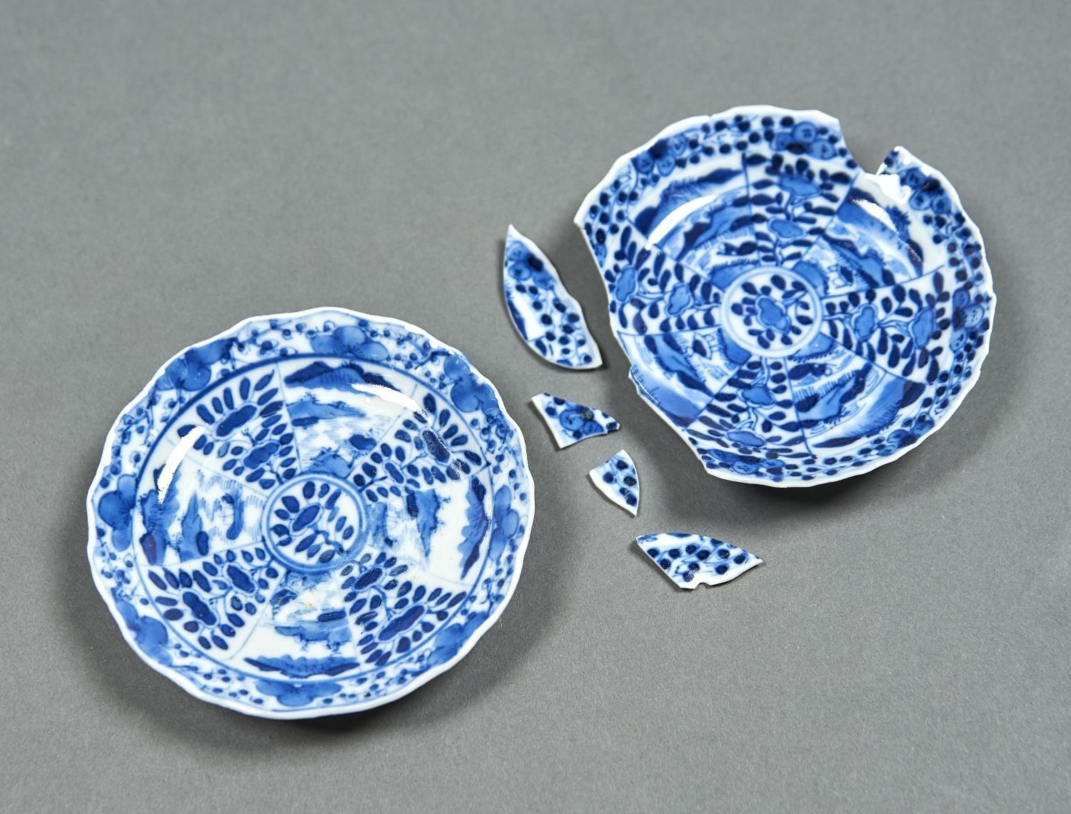 A PAIR OF CHINESE BLUE AND WHITE SAUCERS, 18TH C, PAINTED WITH LANDSCAPE AND FLORAL PANELS, THE
